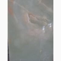 Оникс является одним из красивейших и дорогих камней, применяющихся в строительстве