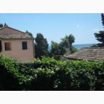 В центральной части Италии, с видом на море, красивая вилла.