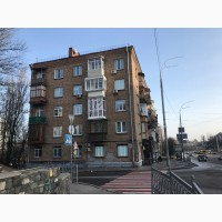 Продам 2-к квартиру центр б-р Леси Украинки 29